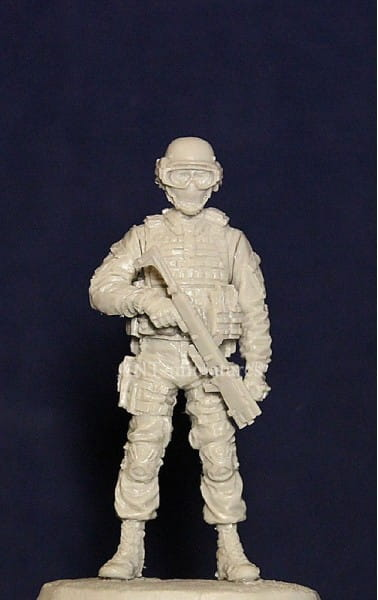 Ant-Miniatures Officer of Spetsnaz with Corner Shot .Russia / 1:35